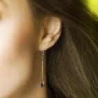 boucles d'oreilles pendantes longues et fines gris et bronze