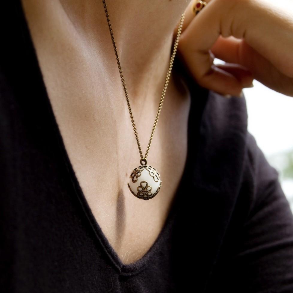 Collier chaîne bronze pendentif Agate blanche