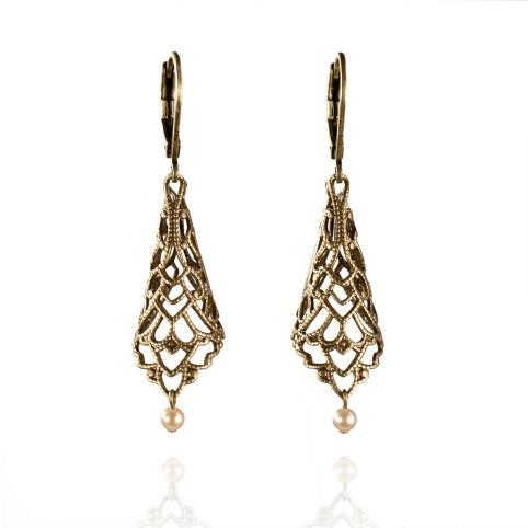 Boucles d'oreilles pendantes bronze ajourées avec dormeuses et petites perles de culture roses