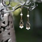 Boucles d'oreilles pendante bronze et agate blanche