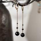 Boucles d'oreilles pendantes longues perles noires en onyx - bronze avec dormeuses
