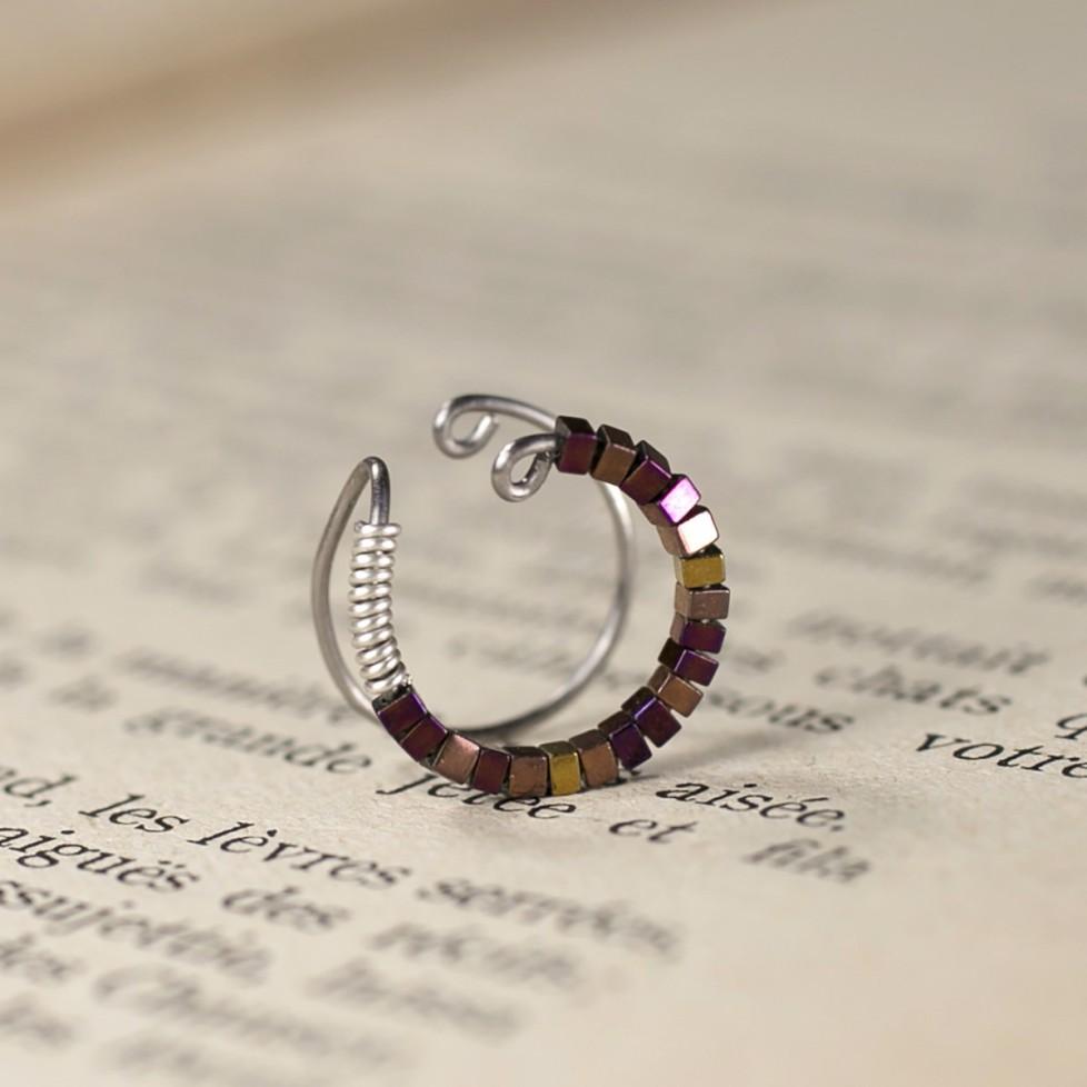 Bague cartilage en Titane sans piercing - perles violettes