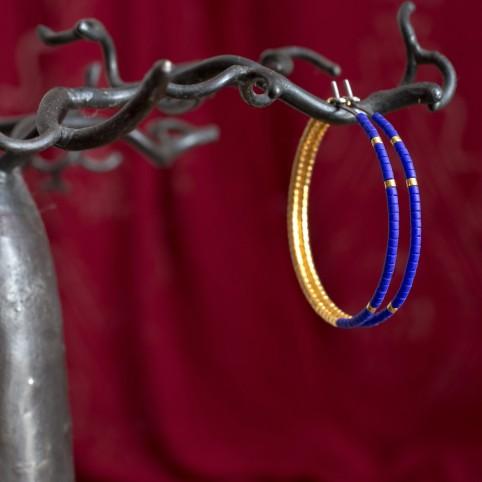 boucles d'oreilles hypoallergéniques bleu et or - créoles en titane
