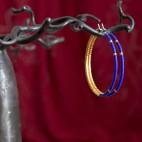 Créoles en Titane pur - perles de verre bleues et or