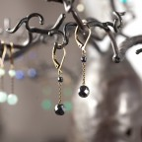 Boucles d'oreilles dormeuses onyx noir agate blanche cristal de roche hématite