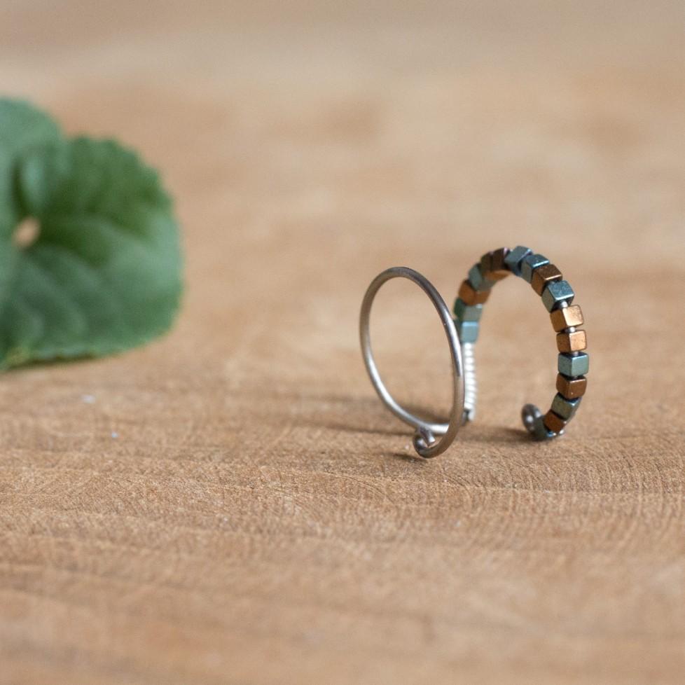 Bague d'oreille en Titane, perles d'hématites vertes et cuivre