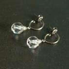Petites boucles d'oreilles en titane pur et cristal de roche - hypoallergéniques