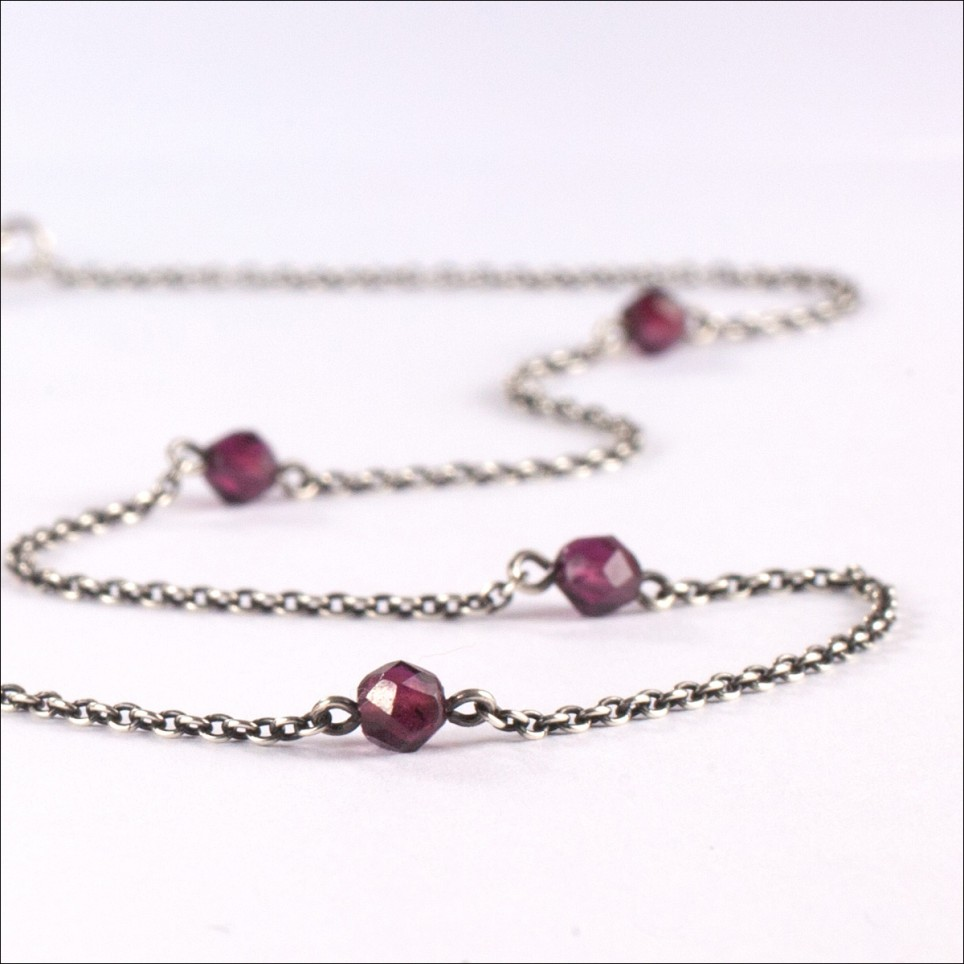 925 sterling silver chain with garnet beads - Snow White by Cecile Cohen